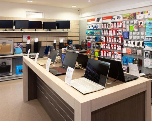 large choix en matériel informatique (PC laptop, PC desktop, tablettes, imprimantes, écrans, accessoires informatiques, TV, GPS et pocket PC,…), du dépannage, solution Cloud et réseau